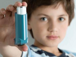 É preciso controlar a asma.