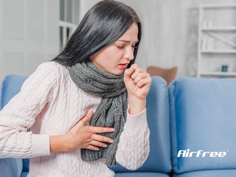 mulher com tosse seca e irritativa